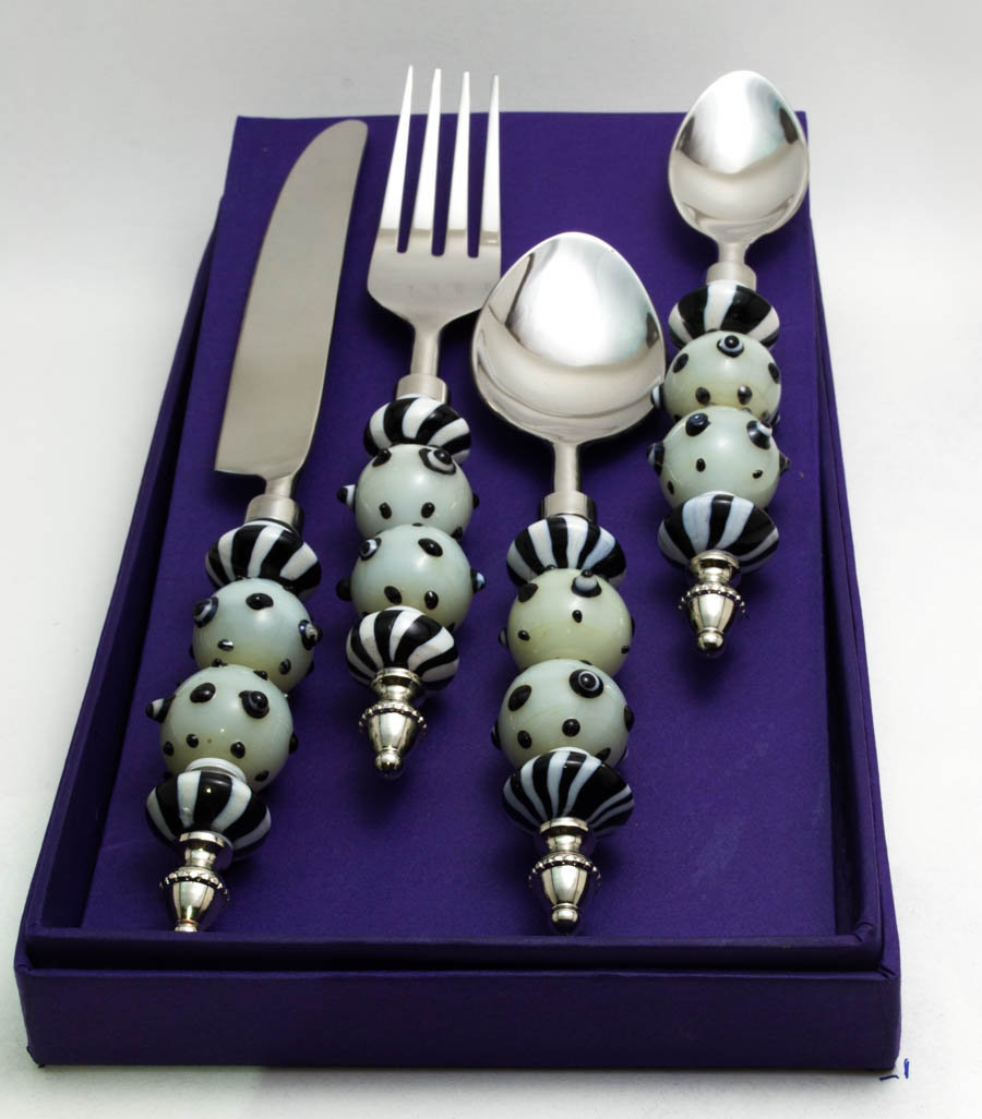 White Glass Bead and Black Polka Dots Cutlery set (16 pcs)