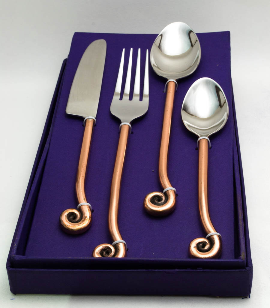 Antique Swirl Cutlery Set (16 pcs)