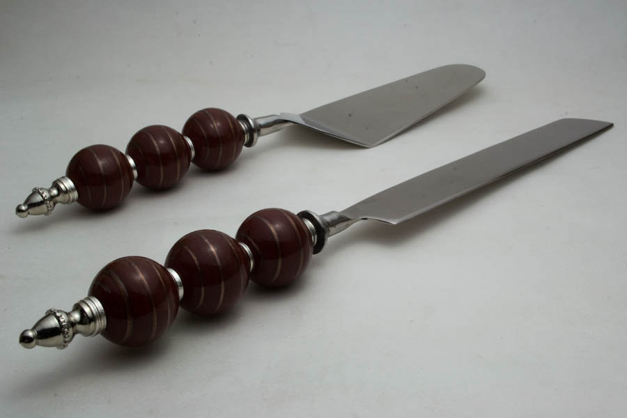 Cake Server with Brown Beads-Golden Strips