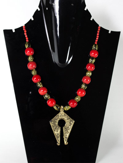 Cardinal Red with Antique Varco Stretto Pendant Necklet