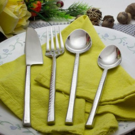 Premium Stainless Steel - Elegant Flatware 16 Pieces Classic Hammer Pattern Cutlery Set