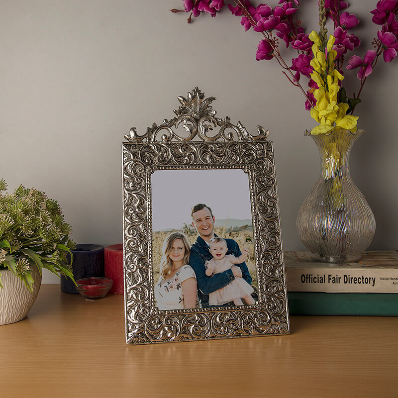 Antique Floral Crown Photoframe