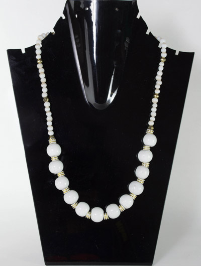 Pearl White Glass Beads Necklet