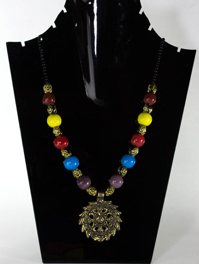 Multi-Colour Beads with Serrated Teeth Antique Pendant Necklet