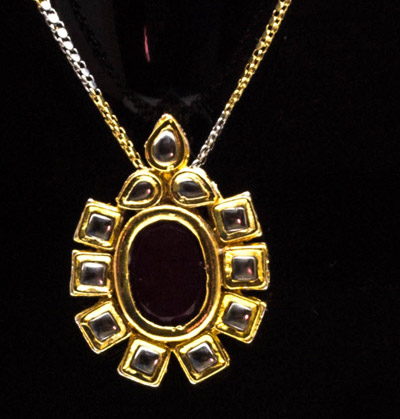 Red Stone Kundan Pendant Set